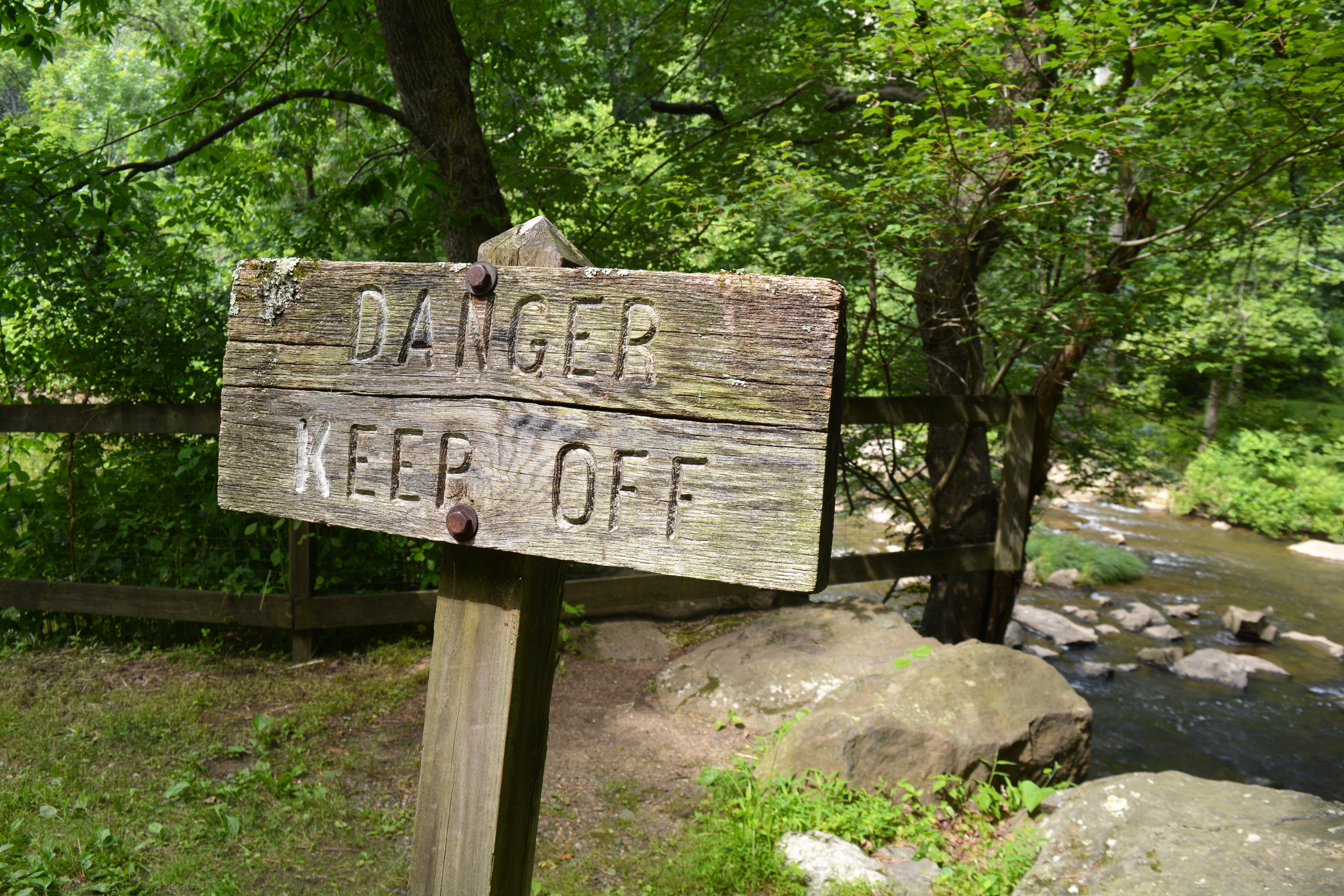 """Sign that says """"Danger, Keep Off"""""""