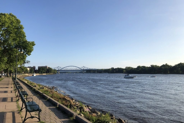 The view of the Big Blue Bridge from Riverside Park
